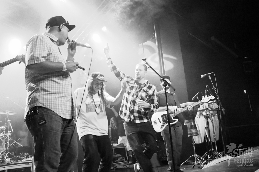 Dan from Fortunate Youth hops on stage with The Expanders #weshouldsmoke